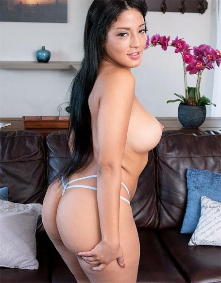 curvy dream girl
